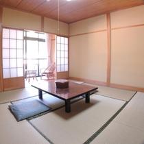 *客室一例/シンプルながらも液晶テレビを備えた寛ぎ和室
