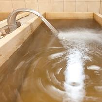 サウナ室の源泉風呂