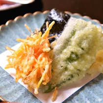 *精進料理(揚げ物)/新鮮なお野菜をカラッと素揚げしたもの。野菜の甘みが引き立ちます。