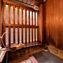 *一坪の湯(貸切風呂)/源泉かけ流しの贅沢感を一番堪能できる湯船。