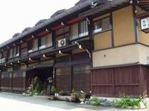 高山駅から徒歩8分。築180年の古民家民宿でのひとときを♪