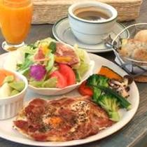 ご朝食は洋食セットメニューです(写真は一例)
