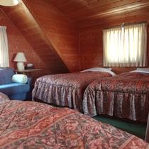 寝室(4ベッド+エキストラベッド1つ)