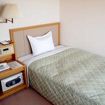 *【シングル一例】19平米のお部屋。シンプルな造りで快適にお過ごしいただけますよ。