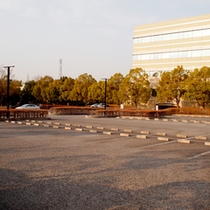 *【駐車場】無料でご利用いただける駐車場は100台まで駐車可能!
