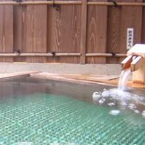 大浴場の桧の露天風呂