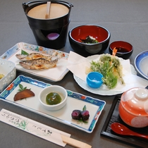 *当館のスタンダード夕食「自家製手作り料理」
