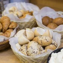 5種類の焼き立てパン