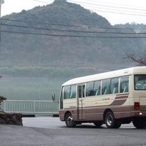マイクロバス(28人乗り)8名様以上のご利用で無料送迎(要予約)
