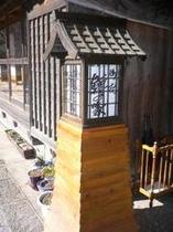 玄関先の灯篭