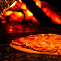 手作りピザ(窯出し)