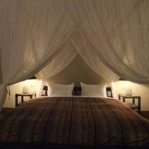 *【阿檀】リゾート感たっぷりの天蓋付きのベッド。新婚旅行、カップルに人気のお部屋タイプです。