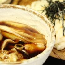 赤城山麓のおいしい水ですくすくと育ち、適度に締まった肉質はさっぱりしながらも、深い味わいが特徴です。