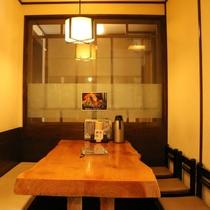 お食事は1Fの上州麺処「平野家」になります。お席にもよりますが、湯畑を眺めながらお召し上がりいただけ