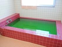 【女性用浴場】薬用酵素入りです。効成分が毛穴の汚れを取り除き、素肌を清潔にしてお肌に潤いを与えます。