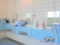 【男性用洗い場】