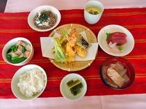 【天ぷら定食】和食もご用意しております。