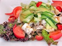 【朝食バイキング】サラダ類も充実、野菜をしっかり摂れます。