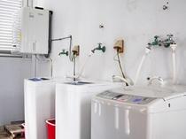 【ランドリースペース】乾燥機&洗濯機。長期滞在でも安心です