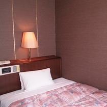 ★シングルスタンダードルーム★120㎝幅のベッド、12平米の広さ