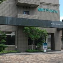 ★ホテル正面玄関★名和駅改札口を出て、サークルKの隣にございます。