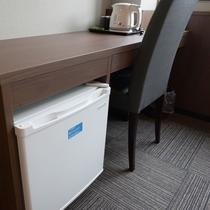 【リニューアルフロア_客室一例】リニューアルフロアのお部屋は全て冷蔵庫付♪