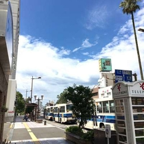 【施設一例】当館目の前が「橘通1丁目」バス停!遠方の移動にも便利です。