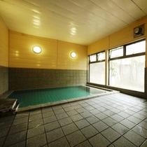 【コートヤード内 男性専用大浴場】