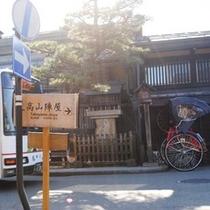 ☆高山陣屋案内板と人力車