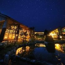 夜は建物の外に満天の星空が広がります。