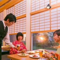窓から眺める四季の移り変わりにゆったりと食事が楽しめます