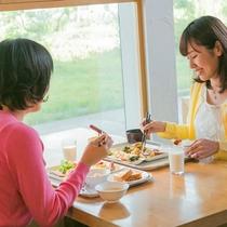ご朝食のバイキング!お好きな物を召し上がれ♪