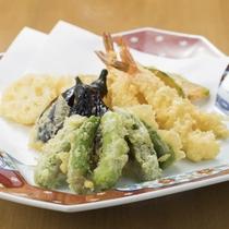 季節の山菜から定番の食材まで、お客様にも大好評です