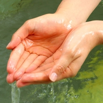 硫黄泉の肌触りがやさしい、白濁の温泉です。