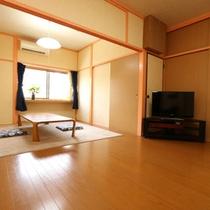 洋室のお部屋、広々使えます。