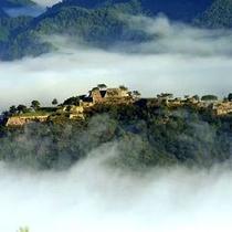 雲海に包まれる「竹田城跡」