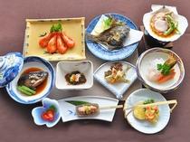 【ご夕食一例】旬の味覚を大切にした女将手作りの夕食膳です。