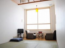 【和室6畳】畳の香に癒される客室。のんびりくつろいでいただけます。