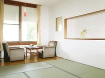 【和室8畳】広々とした和室で、足を伸ばしてリラックス。