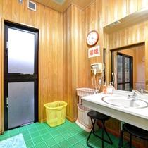 *貸切風呂(さくらの湯)/ゆっくりお支度できる脱衣スペース。