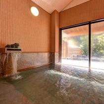 *大浴場(石風呂)/ゆっくり湯船に浸かりながら外の景色を見るのも贅沢の一つ。