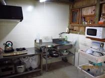 キッチン:ゆんたくスペース前にある、別建ての共同のキッチン