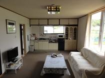 ファームイン12号室リビングキッチン