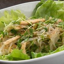 バイキングメニュー例「もやしと豆苗・油揚げのサラダ」