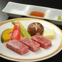 追加料理 岩手が誇るブランド牛!前沢牛陶板焼 ¥2,700(税込)