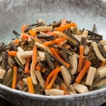 バイキングメニュー例「ワラビの煮物」