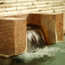 隣接するホテル千秋閣の大浴場