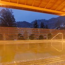 ホテル花巻 夕暮れのひのき露天風呂