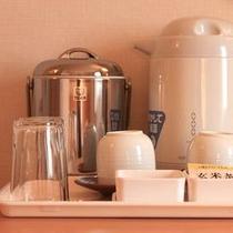 ■電気ポット・アイスペール・グラス・湯呑・お茶セット(ツインルーム)