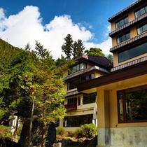 澄んだ空気と鮮やかな自然に囲まれた山荘リゾート